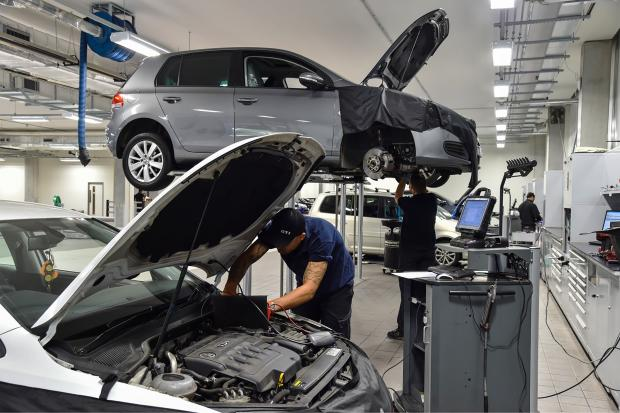 Pros and Cons of Taking Your Car to a Dealership vs a Local Repair Shop